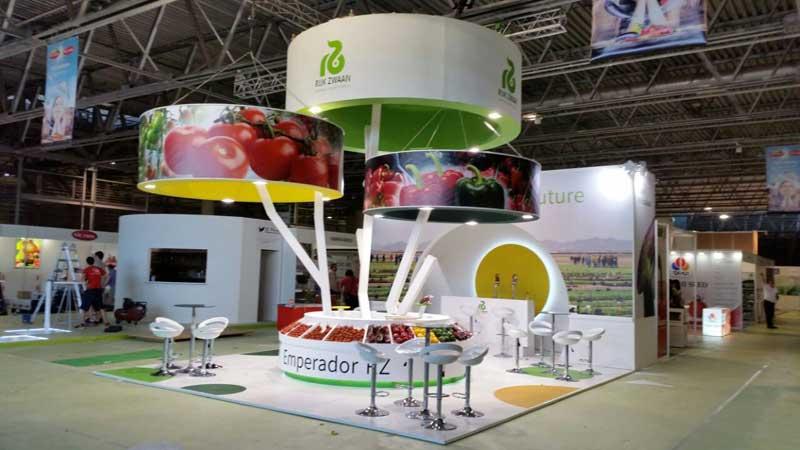 Consejos de diseño de stand de exposición: Aproveche la altura máxima disponible